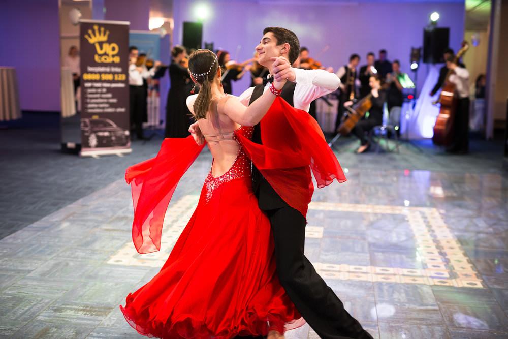 reportážna fotografia ples